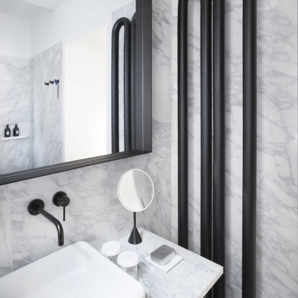 Antrax_Radiateur sèche-serviettes mural Tubone vertical