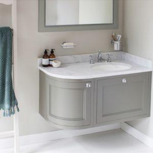 Burlington_meuble-vasque rétro suspendu d'angle 90574, plan en marbre de Carrare