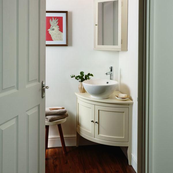Imperial_meuble-vasque d'angle sur pieds Esteem