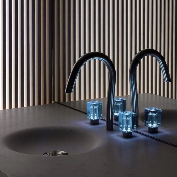 THG_mélangeur lavabo Beyond Cristal lumineux Remi Tessier-Baccarat